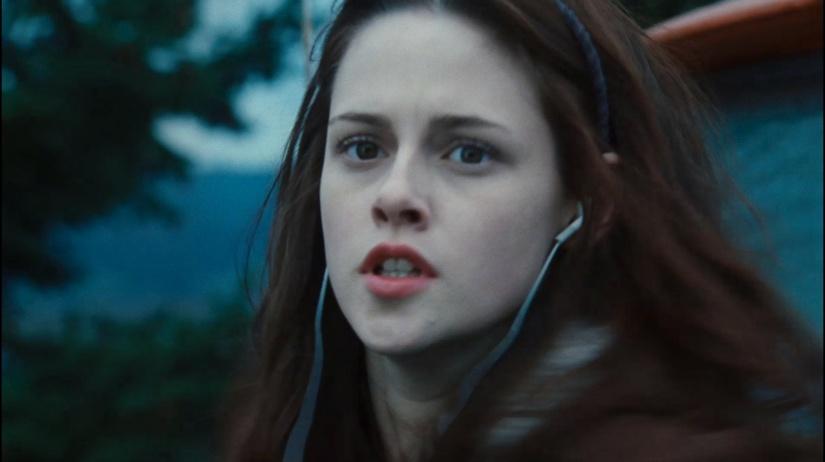 Bella-Twilight-trailer-3-HQ-bella-swan-2558358-2185-1224
