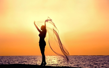 6976611-beach-sunset-girl-silhouette