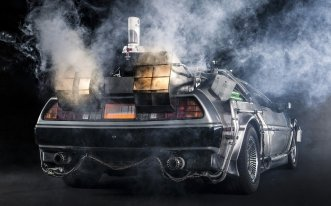 delorean-dmc-12-back-to-the-future-time-machine-delorean-back-to-the-future-time-machine-rear-view-smoke-exhaust-background